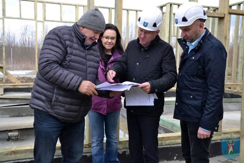 Budowa schroniska trwa i zakończy się zgodnie z planem