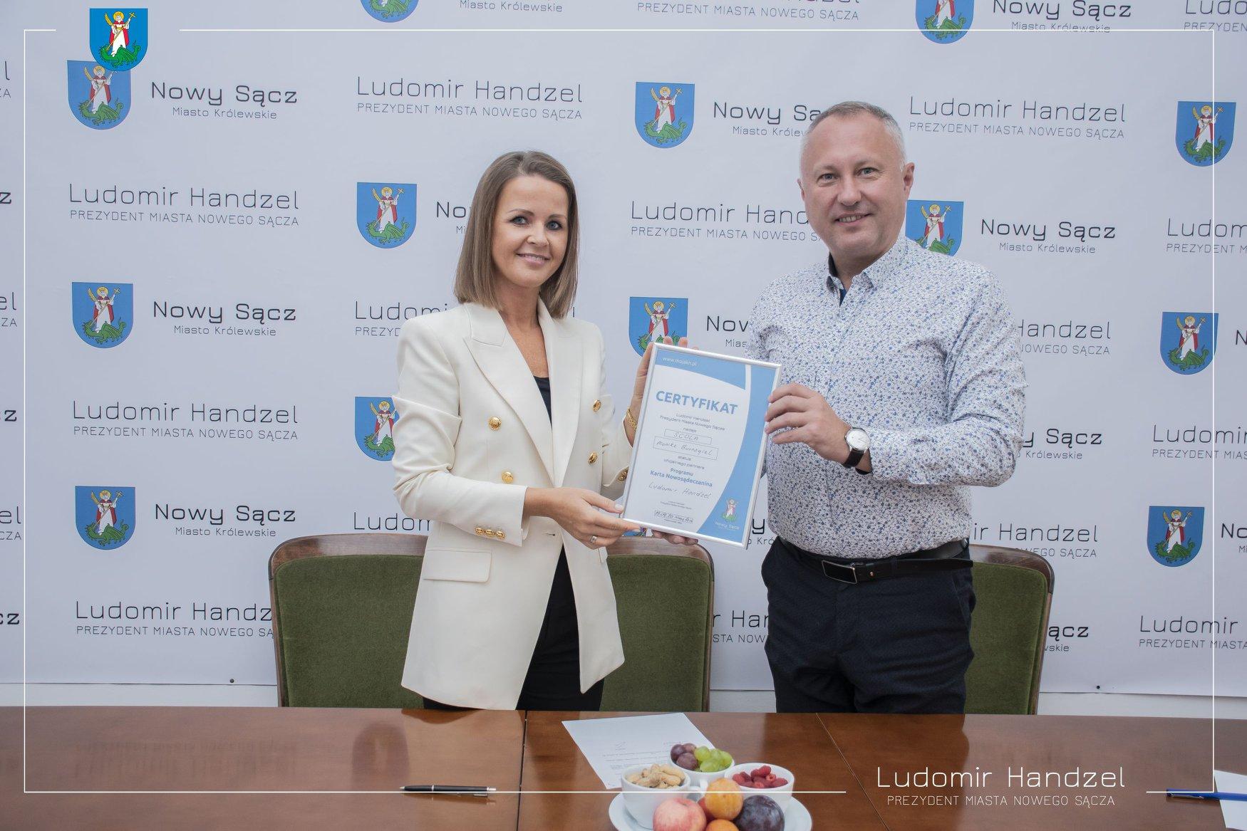? Centrum Językowe SCOLA Monika Burnagiel – partnerem Karty Nowosądeczanina ?
