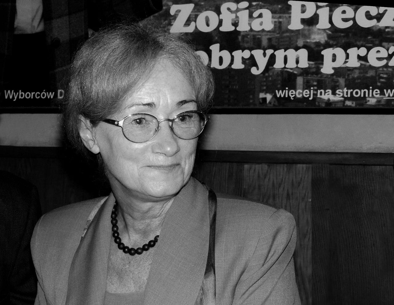 ? Składam wyrazy najszczerszego współczucia i żalu rodzinie zmarłej Zofii Pieczkowskiej, byłej wiceprezydent i radnej Miasta Nowego Sącza.