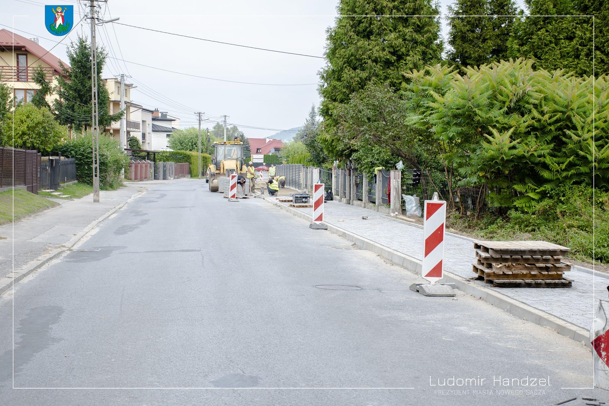 🏗 Trwa remont chodnika przy ul. Dunajcowej.